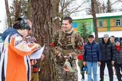 St Petersburg Ryssland - Februari 21, 2016: Stor årlig paintballscenariolek 'dag M' i den Snaker klubban Arkivbild