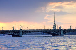St Petersburg Ryssland, i aftonlampan Royaltyfri Foto