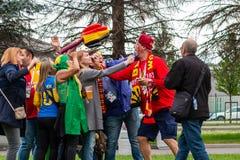 St Petersburg Ryssland - Juli 10, 2018: fans av olika länder fotograferas för matchvärldscupen 2018 royaltyfri foto