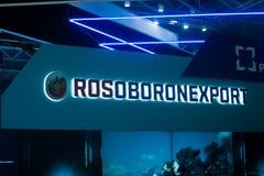 St Petersburg Ryssland - Juli 02, 2017: Internationell sjö- salong Logoen på ställningen av företaget Rosoboronexport - laen Royaltyfri Bild