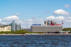 St Petersburg Ryssland - Juni 04 2017 Peter och Paul fästning och flod Neva Royaltyfria Bilder