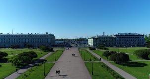 St Petersburg Ryssland - Juni 4 2017 Sikt från överkant av Mars fältet och den Troitsky bron över den Neva floden arkivfilmer
