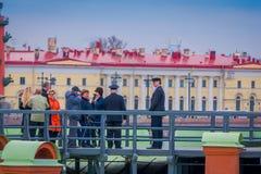 ST PETERSBURG RYSSLAND, 17 MAJ 2018: Dagligt på 12:00 som ett skott avfyras från en kanon på den Naryshkin bastionen detta Royaltyfria Bilder