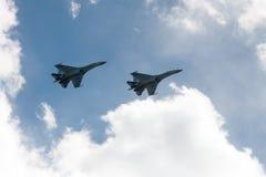 ST PETERSBURG RYSSLAND - MAJ 09: militär aeromechanics för flyg för deltagande i en ståta, RYSSLAND - MAJ 09 2017 Royaltyfria Foton