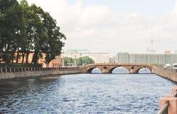 St Petersburg RYSSLAND - 21 Maj, 2017: Niva flod En härlig stad, huvudstaden av kulturarvet för Ryssland ` s Royaltyfri Foto