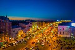 ST PETERSBURG RYSSLAND, 01 MAJ 2018: Ovanför sikt av någon turist som går i den Nevsky avenyn med en ursnygg solnedgång in Fotografering för Bildbyråer