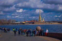 ST PETERSBURG RYSSLAND, 01 MAJ 2018: Scenisk flodsikt av Peter och Paul Fortress i St Petersburg Royaltyfria Foton