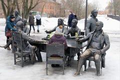 St Petersburg Ryssland, mars 10, 2019 Skulptural grupp i stadsträdgården som visar arkitekterna som byggde staden och Iet royaltyfria foton