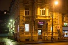 ST PETERSBURG RYSSLAND - NOVEMBER 03, 2014: Gammal byggnad på natten i mitten St Petersburg Arkivfoton