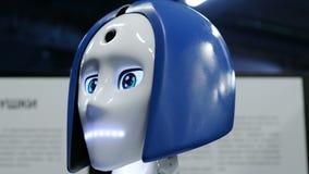 St Petersburg Ryssland - November 12, 2018: Robot för närbild för huvudcyborg humanoid arkivfilmer