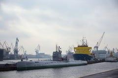 ST PETERSBURG RYSSLAND - NOVEMBER 04, 2014: Sikt av det sovjetiska diesel- projektet 613B, Whisky-grupp för ubåt S-189 Fotografering för Bildbyråer