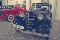 ST PETERSBURG RYSSLAND på Januari 25, 2015 Utställning av tappningbilar Royaltyfri Foto