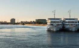 St Petersburg Ryssland - September 5, 2017: Förtöjt på pir av vita turist- skepp av den Viking gruppen Royaltyfri Foto