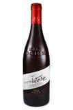 ST PETERSBURG RYSSLAND - September 13, 2015: Flaska av ` Antoine, Rhone, Frankrike, 2012 för Ogier Cotes du Rhone Les infall D arkivbilder
