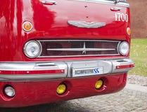 St Petersburg Ryssland September 17, 2016: Gammal röd offentlig buss för element i St Petersburg, Ryssland royaltyfria bilder