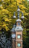 St Petersburg Ryssland - September 10, 2017: Lyktor i den Mikhailovsky trädgården Royaltyfria Foton
