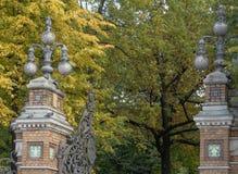 St Petersburg Ryssland - September 10, 2017: Lyktor i den Mikhailovsky trädgården Royaltyfria Bilder