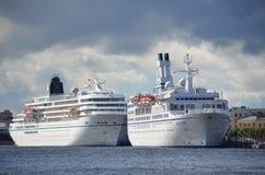 ST PETERSBURG RYSSLAND, SEPTEMBER, 08, 2012 Rysk plats: inget stora kryssningskepp på Nevaen Royaltyfria Bilder