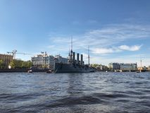 St Petersburg Slagskeppkryssaremorgonrodnad, St Petersburg, Ryssland Arkivbilder