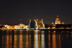 St Petersburg slottbro Arkivbilder