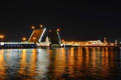 St Petersburg slottbro Arkivfoto