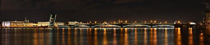St Petersburg Troitsky bro Royaltyfri Fotografi