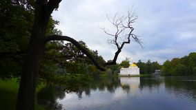 St Petersburg Tsarskoye Selo pushkin Lago e parco La Russia archivi video