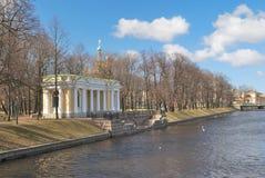 St Petersburg Våren i ett härligt parkerar fotografering för bildbyråer