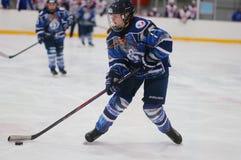 St. Petersburg van de gelijkedinamo van het vrouwenijshockey versus Biryusa Krasnoyarsk royalty-vrije stock foto