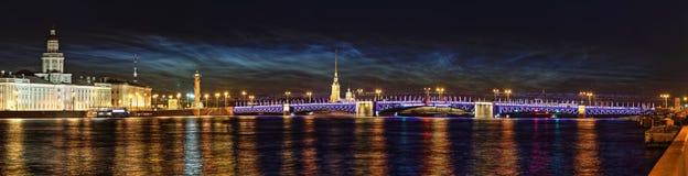 St Petersburg van de nacht Stock Foto's