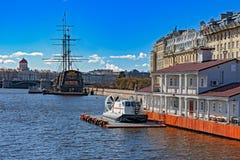 St Petersburg visitant le pays Photographie stock
