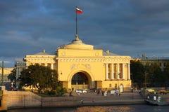 St Petersburg, vista del Ministero della marina Immagine Stock