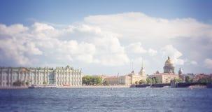 St Petersburg Vue sur la cathédrale d'Isaac de saint, le palais d'Amirauté et d'hiver Image libre de droits