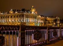 St Petersburg Widok zima pałac od pałac mosta kolory wykładają noc fotografię Obraz Royalty Free