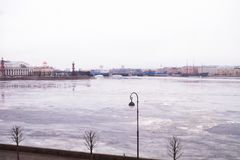 St Petersburg, Winter Palast-Damm lizenzfreie stockfotografie