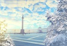 St Petersburg am Winterabend Weihnachts-, des neuen Jahres, Europas, der Liebe und der Reisekonzept Stockfotografie