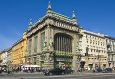 St Petersburg Yeliseevskiy shoppar Arkivfoton