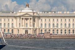 St- Petersburgfeiertag auf dem Neva Stockfotos