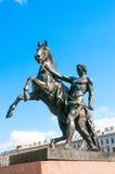 ST PETERSBURGO, RÚSSIA - 26 DE JULHO DE 2015: Escultura mais doméstica do cavalo foto de stock royalty free