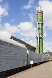 ST PETERSBURGO, RÚSSIA - 11 DE MAIO DE 2016: Foto do sistema de mísseis da estrada de ferro da batalha Fotos de Stock