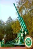 ST PETERSBURGO, RÚSSIA - 7 de setembro de 2014: Opinião lateral de arma antiaérea, em um memorial Fotos de Stock