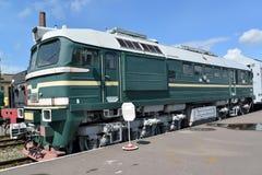 ST Petersburgo, Rússia A locomotiva de DM62-1731 custa na plataforma Fotografia de Stock Royalty Free