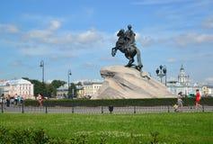 ST Petersburgo, Rússia Uma vista de um monumento a Peter mim (cavaleiro de bronze) no dia de verão Foto de Stock