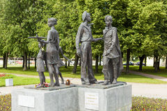 ST PETERSBURGO, RUSIA - 2 DE AGOSTO DE 2016: Foto de los niños del monumento de la guerra Imágenes de archivo libres de regalías