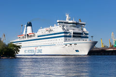 ST PETERSBURGO, RUSIA 17 DE JUNIO: princesa Maria del transbordador de la travesía navega de St Petersburg a Helsinki, RUSIA 17 d Imagenes de archivo