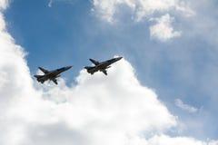 ST PETERSBURGO, RUSIA - 9 DE MAYO: la aeromecánica militar del vuelo para la participación en un desfile, RUSIA - 9 de mayo de 20 Fotos de archivo libres de regalías