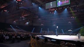St phane Garelli -世界竞争性名誉教授讲话在大量听众面前 股票录像