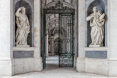 St Philip Neri et St Ignatius des sculptures en Loyola Italian Baroque photographie stock