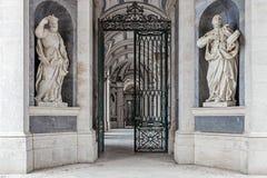 St Philip Neri och St Ignatius av Loyola Italian Baroque skulpturer Arkivbild