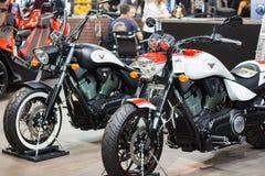 St PIETROBURGO, RUSSIA - 16 aprile 2016: - Victory Motorcycles Hammer S su esposizione al salone internazionale di industria del  Fotografia Stock